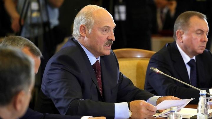 Лукашенко обвинил Россию в поставке топлива для танков украинских карателей в Донбассе