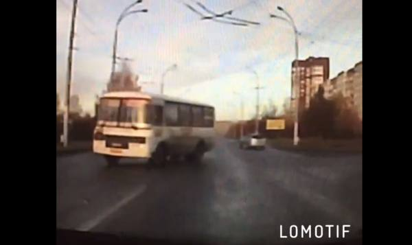 В ГИБДД прокомментировали аварию с опрокинувшейся маршруткой в Кемерове