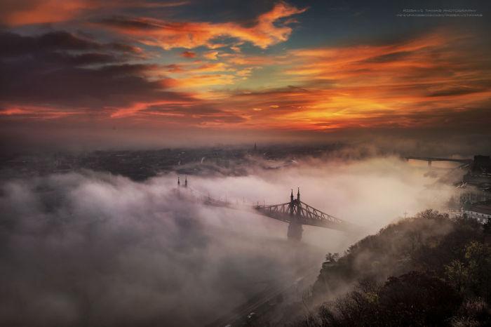 Туман над рекой. Автор фото: Tamas Rizsavi.