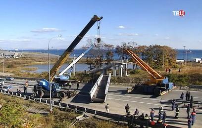 Во Владивостоке устраняют последствия обрушения моста