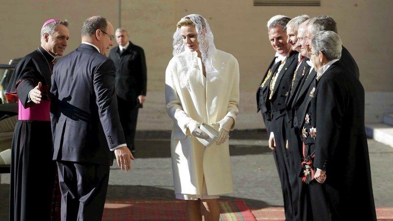 Во всём мире только 7 женщинам разрешено носить белое при Папе Римском