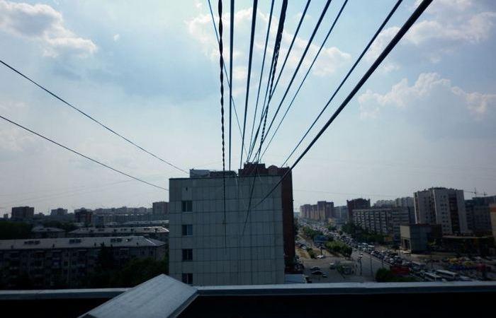 Для чего нужны провода между жилыми домами