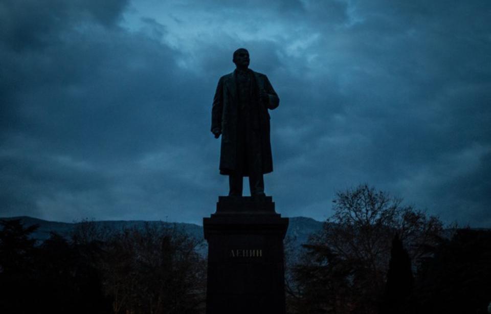 Бойцы ВСУ спасли памятник Ле…