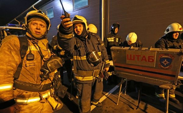 Крупный пожар наскладе вМоскве локализован, прокуратура начала проверку