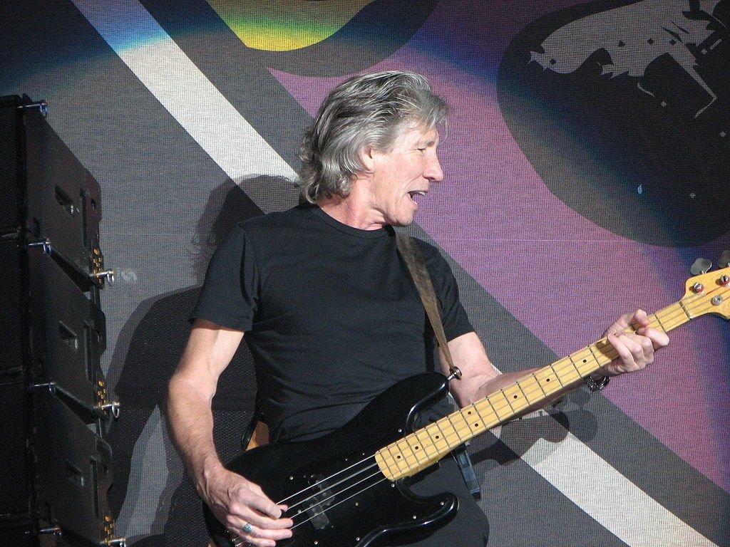 Основателю Pink Floyd Роджеру Уотерсу стыдно за свое гражданство после ареста Ассанжа