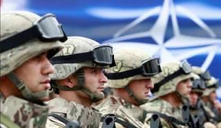 НАТО потряхивает мускулами на смех россиянам