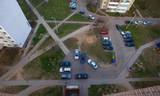 Парковки во дворах будут регулировать местные власти