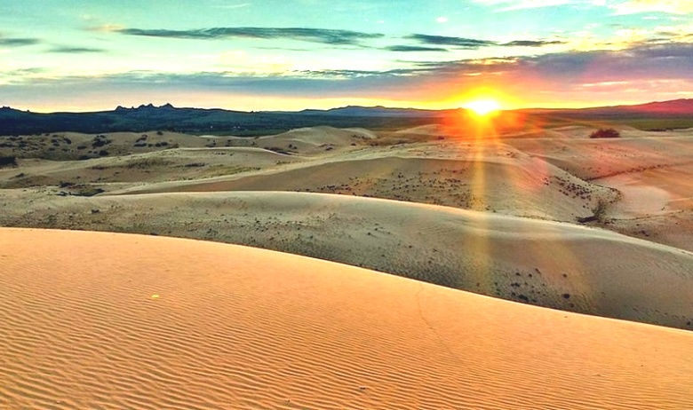 В пустыне Гоби найден огромн…