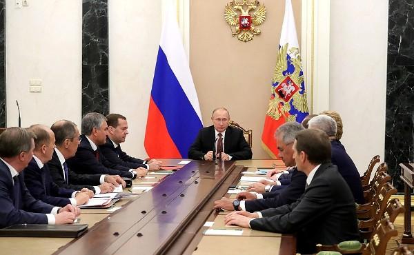 Путин обсудил спостоянными членами Совбеза России итоги встречи сТрампом
