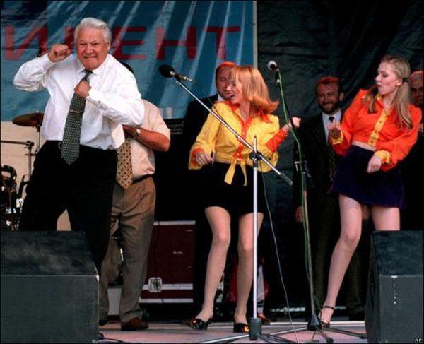 Российские артисты поют в поддержку Ельцина. 1996 год.