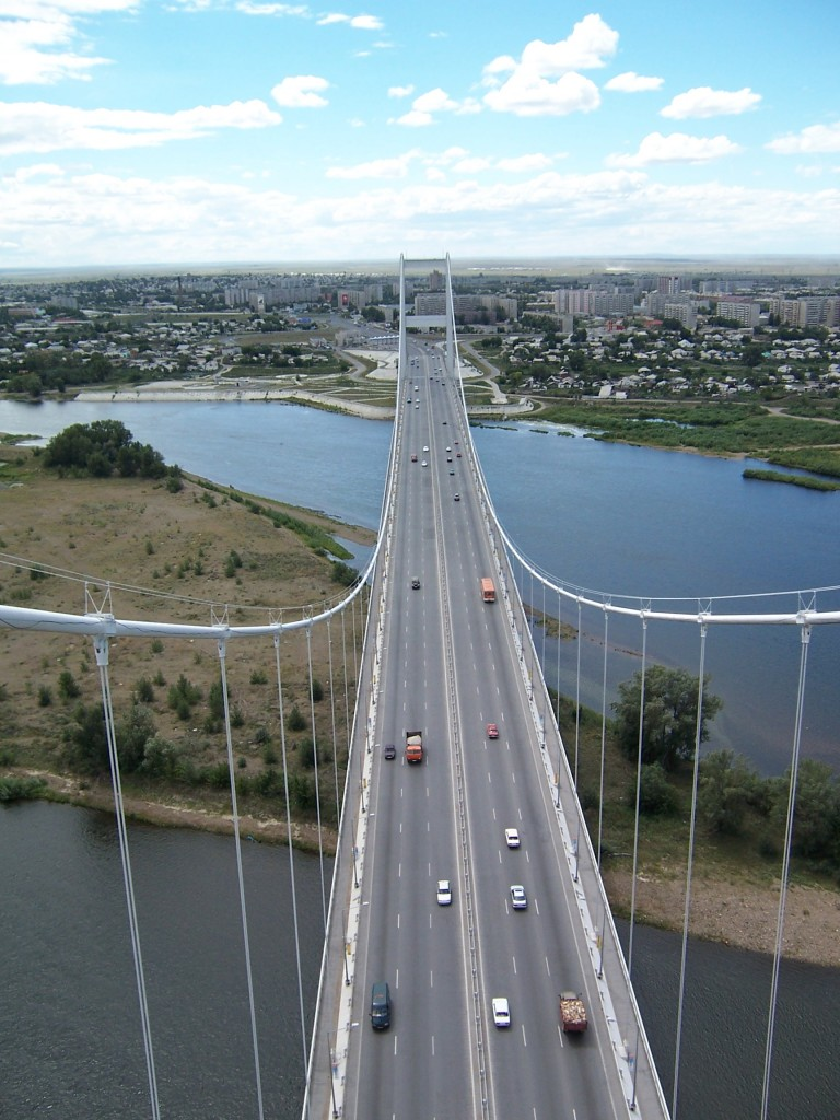 Вантовый мост через Иртыш . Семипалатинск , Казахстан .