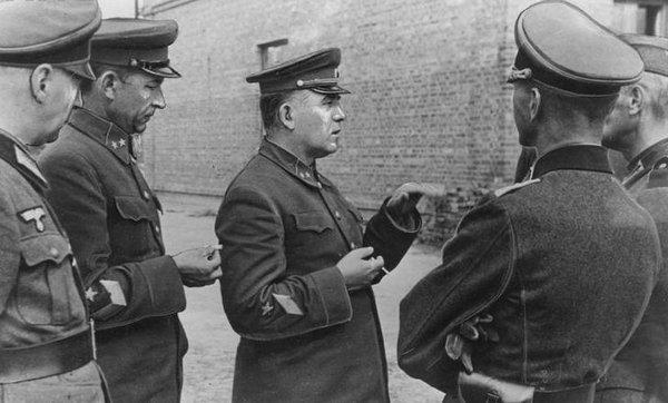 Что было с советскими генералами в немецком плену?