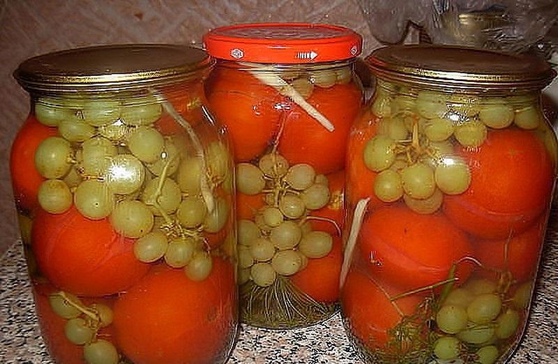 Маринованные помидоры с виноградом. Вкус получается такой, что потом не оторвешься!