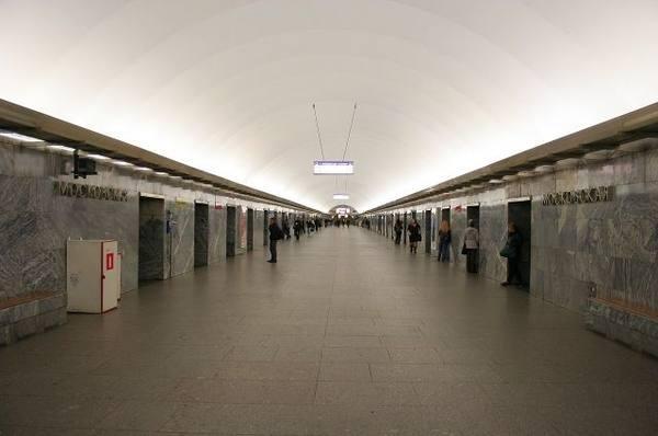 В метрополитене объяснили, зачем на «Московской» дополнительные двери