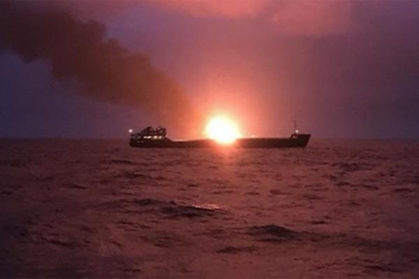 Огонь на газовозах в Керченс…