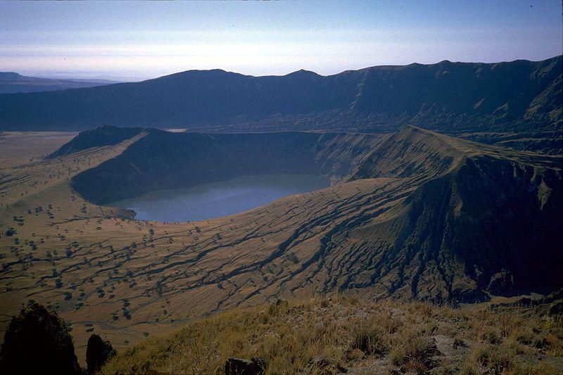 Кратерное озеро Дериба, вулкан Марра, Дарфур, Судан.