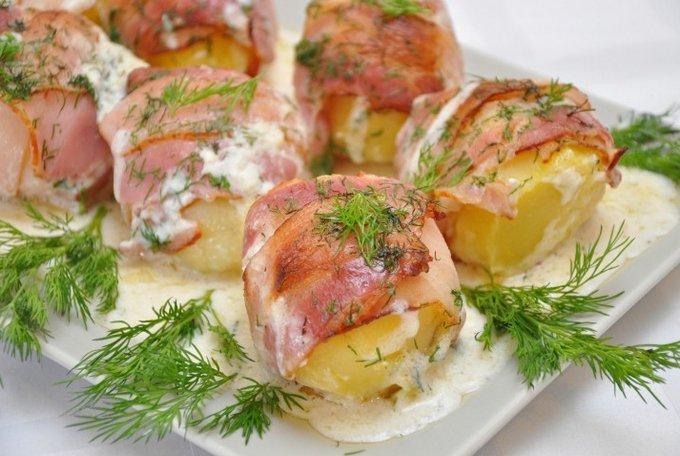 Картофель в духовке с беконом