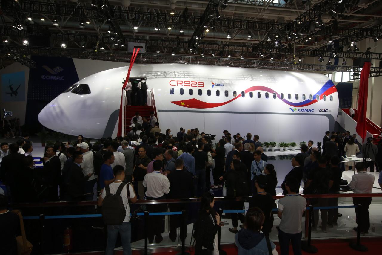 Премьера полномасштабного макета российско-китайского самолета CR929 состоялась на авиасалоне в Чжухае