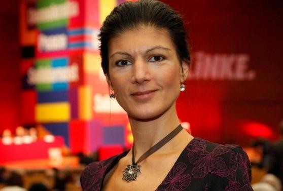 Сара Вагенкнехт вновь раскритиковала политику Меркель в Бундестаге