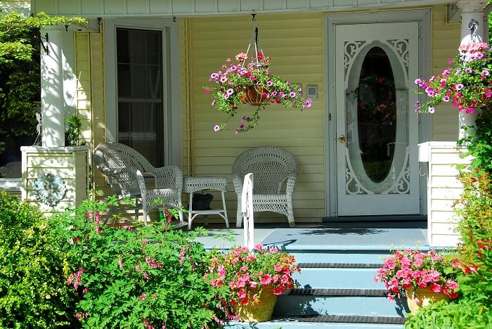 Европейский стиль оформления дома и самого крыльца. | Фото: blog.ripley.com.pe.