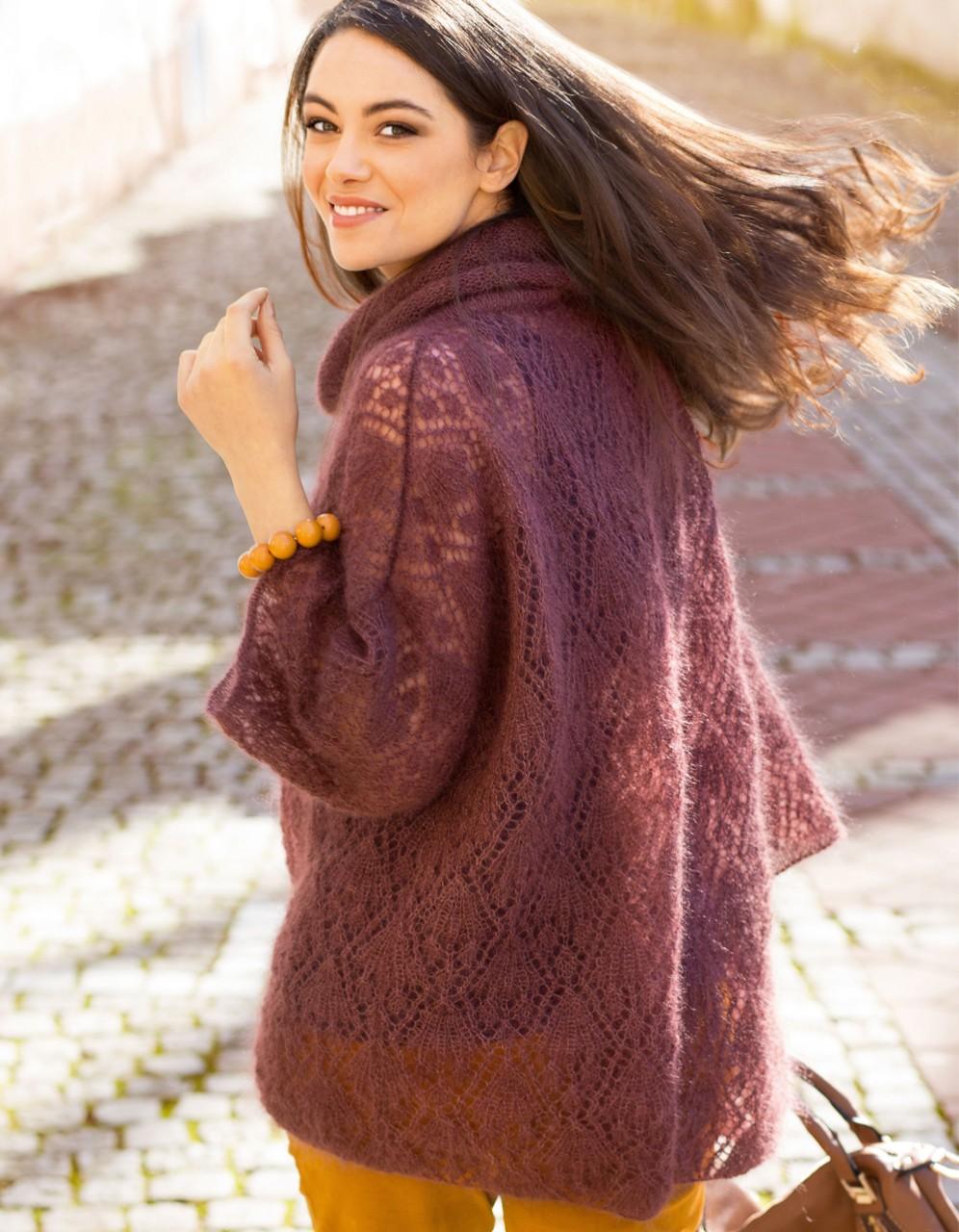 Просторный свитер с ажурным узором