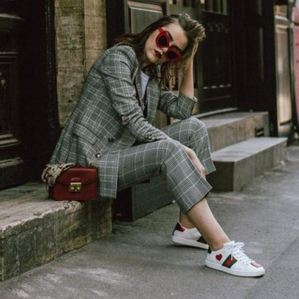 10 современных способов носить ваш костюм с кроссовками