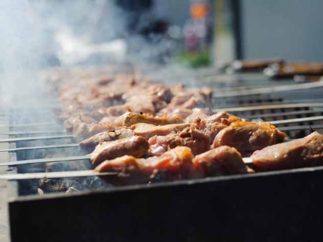 Роскачество обнаружило в мясе для шашлыка антибиотики и паразитов