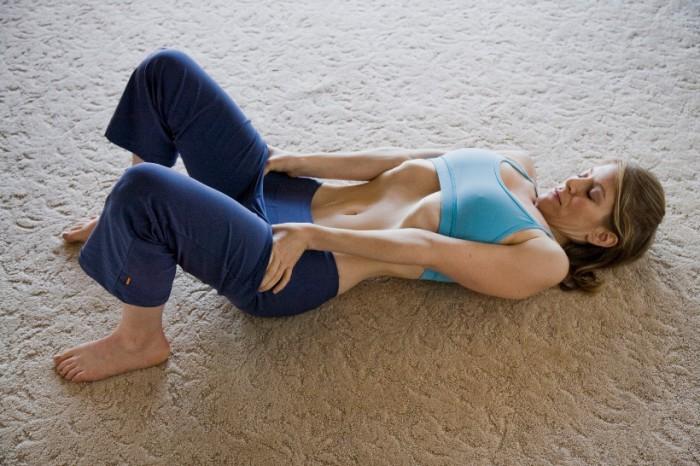 Упражнение, которое быстро подтянет живот