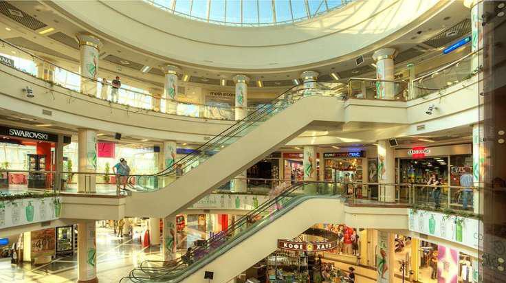 В России грозятся закрыть торговые центры и снести высотки