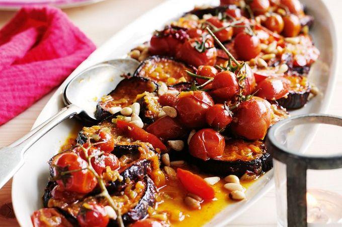 Баклажаны с томатами и орехами