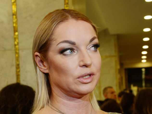 «Екатерина тоже любила коней»: Волочкову раскритиковали за фото с лошадью