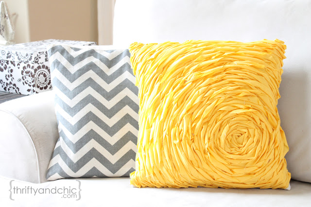 Как украсить чехол на подушку своими руками