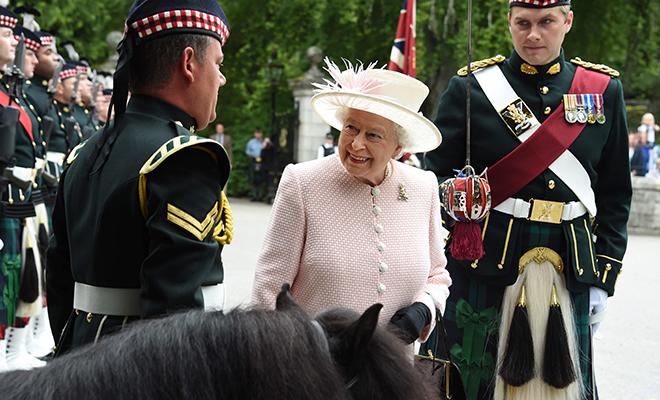 Елизавета II и строптивый по…