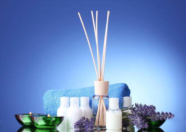 В качестве ароматизатора можно использовать не только ароматические саше, аромаспреи, аромакамни и так далее, но и некоторые растения