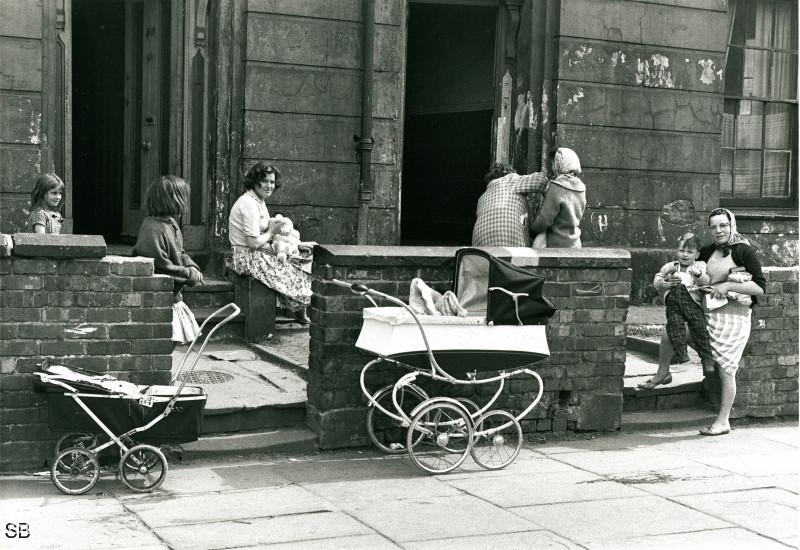 Обаяние трущоб Манчестера в фотографиях Ширли Бейкер 1960-х годов 30