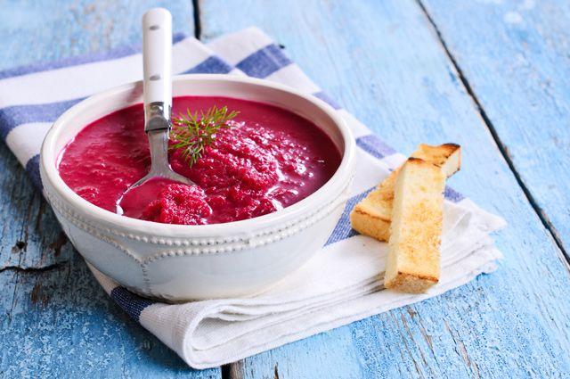 Русский холодный суп. Пять рецептов освежающих свекольников