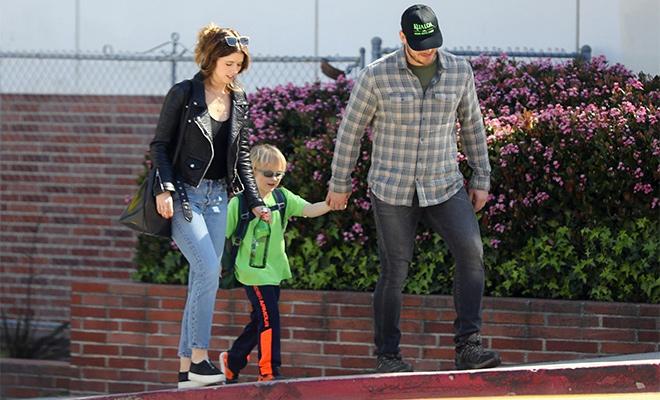 Семья в сборе: Крис Пратт с сыном и невестой Кэтрин Шварценеггер на прогулке в Лос-Анджелесе
