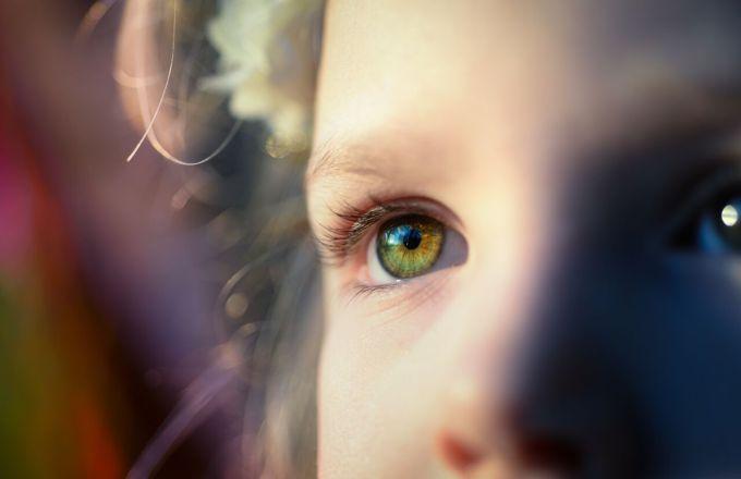 Тревожный ребенок: список фраз, которые помогут его успокоить
