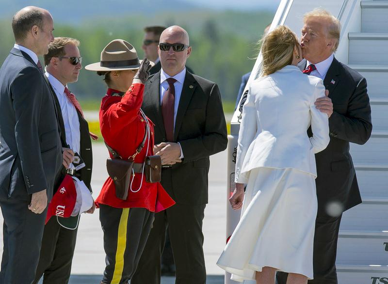 Трамп на саммите G7: Поцелуи…