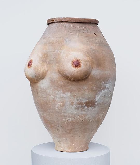 Грудь на вазах отличается физиологичным изображением