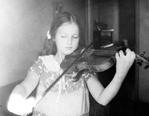 Светлана Аманова в детстве. Фото: stuki-druki.com