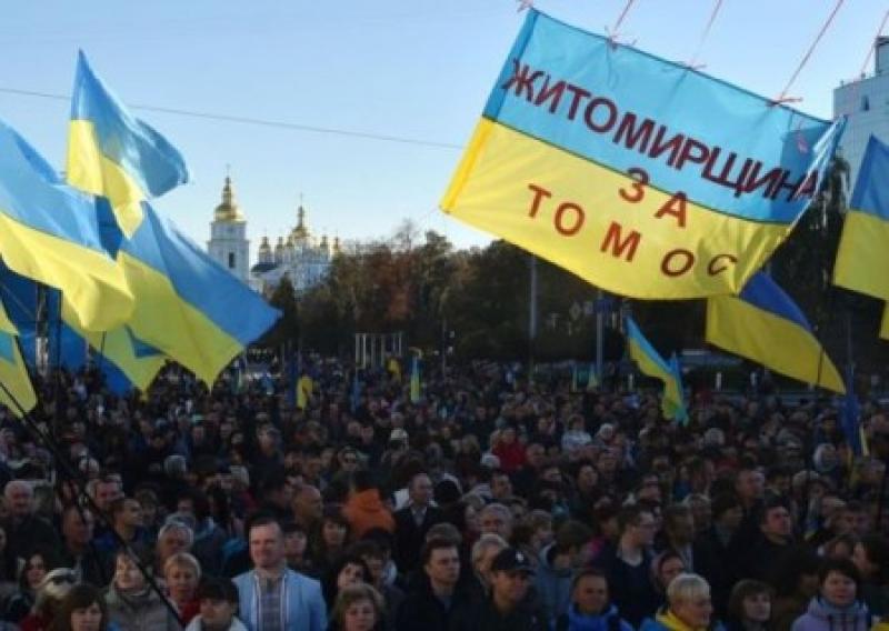 В Киев сгоняют бюджетников на митинг «за Томос»