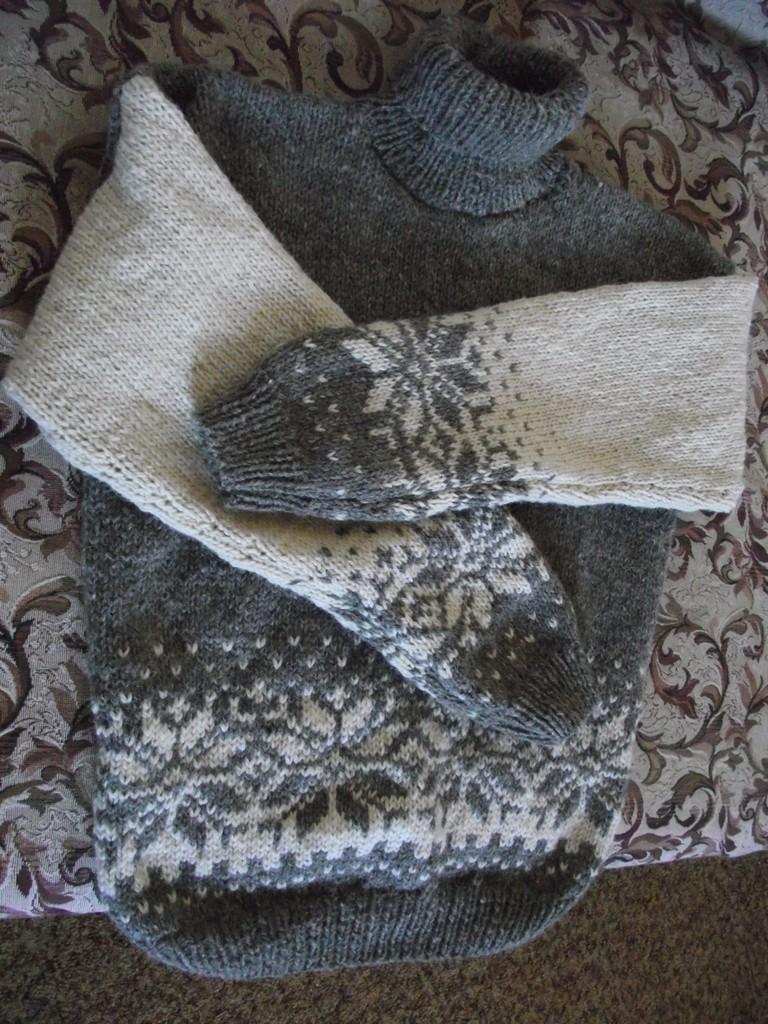 Подготовка к зиме. Два свитера
