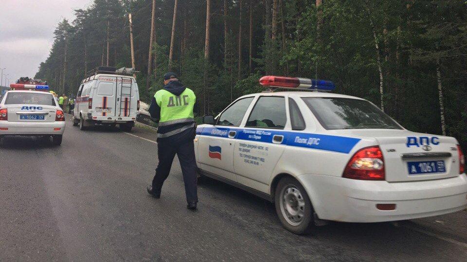 Более 20 человек пострадали в ДТП с автобусом и легковушкой в Ленобласти