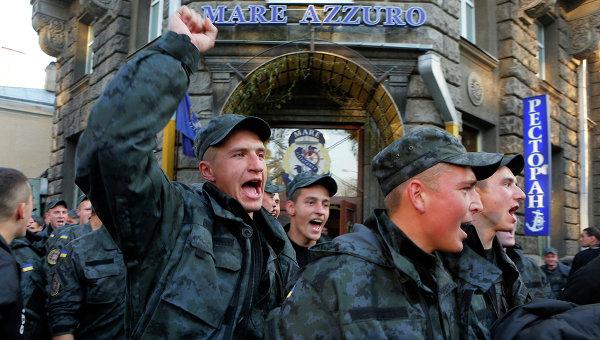 Организаторы пикета Нацгвардии ответят перед законом, заявил Порошенко