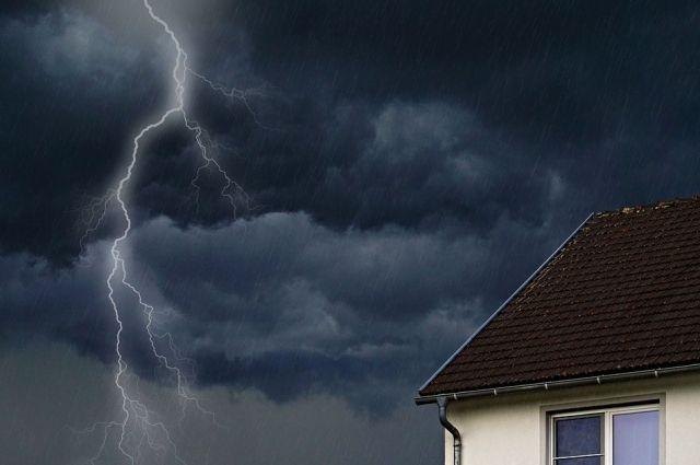 Под Ростовом беременная женщина скончалась от удара молнии