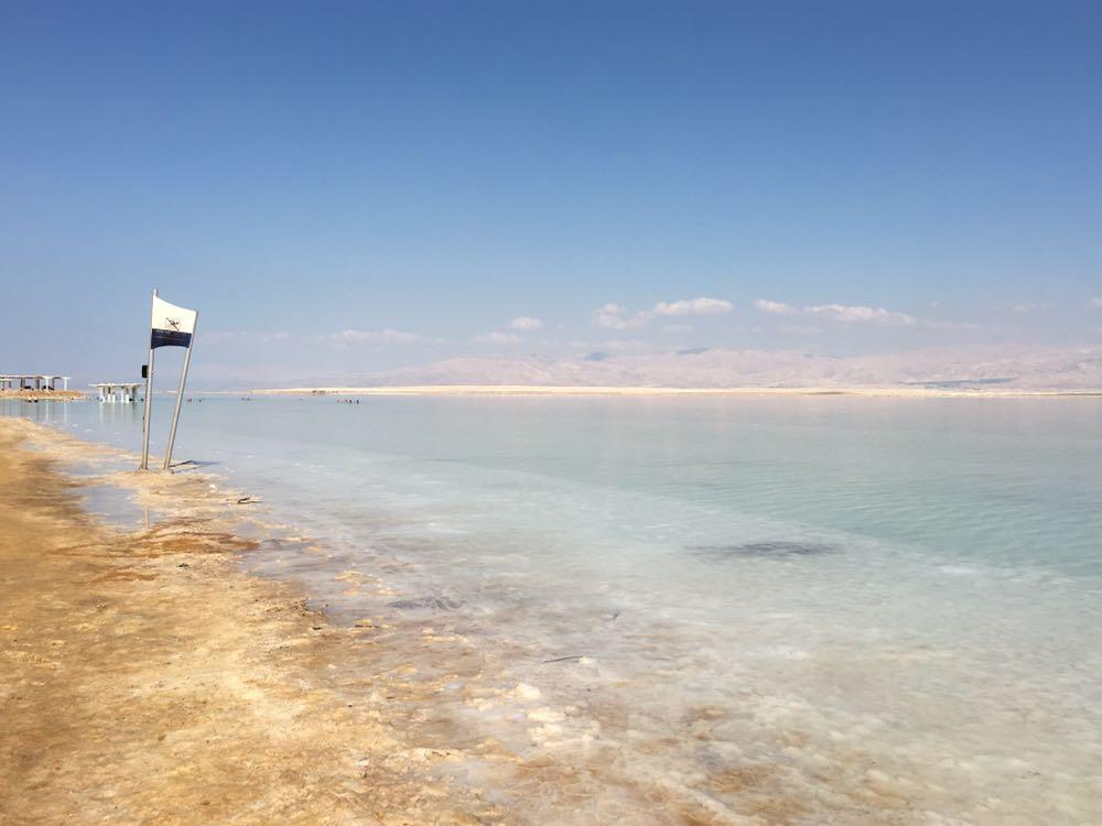 Любить себя — значит отдыхать на Мертвом море