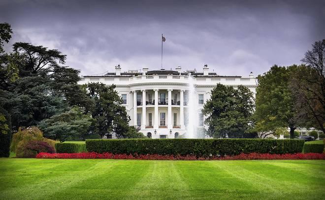 """СМИ: """"США пора вводить санкции против самих себя"""""""