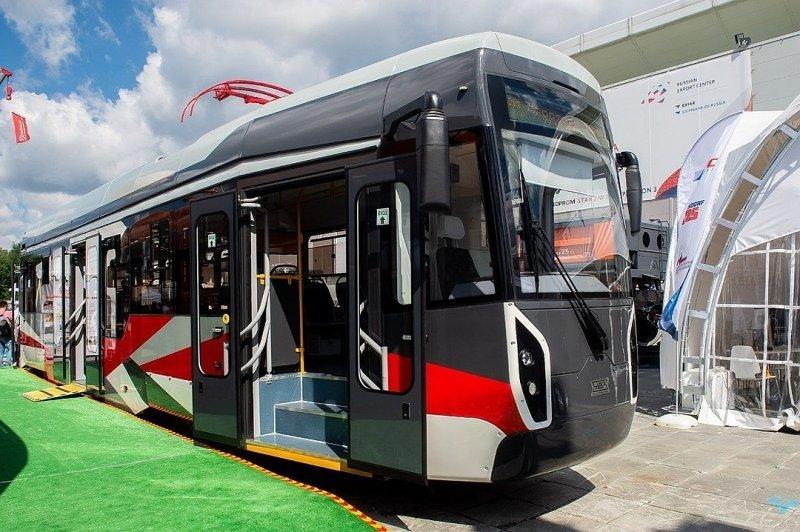 Транспорт будущего: новый трамвай «Уралвагонзавода» впервые встал на рельсы