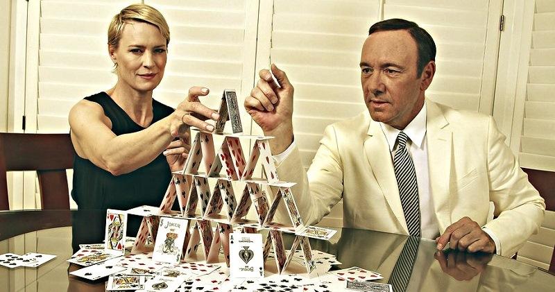 Мам, ну еще одну серию! Netflix назвал 10 сериалов, которые чаще всего смотрят запоем